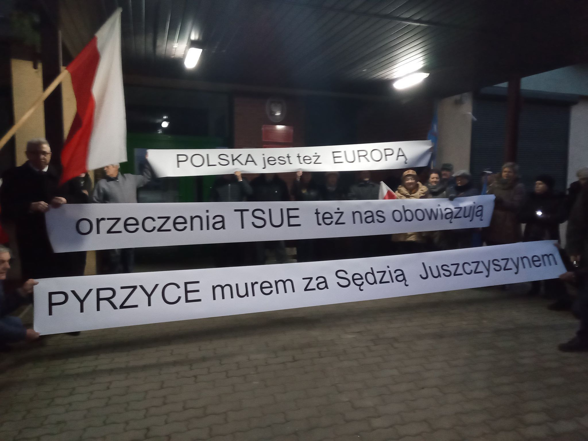 Read more about the article Pyrzyce murem za sędzią